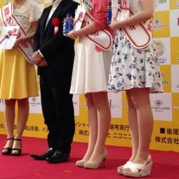 宮崎サンシャインレディ選考の副賞に宮崎本格焼酎が贈呈されました。